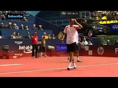 Amazing テニス Shot - Filip Polasek's round-the-back shot