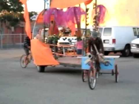 The VeloDisco - Pedal Powered Land Yacht