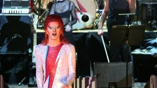 Video David Bowie-inspired stage show