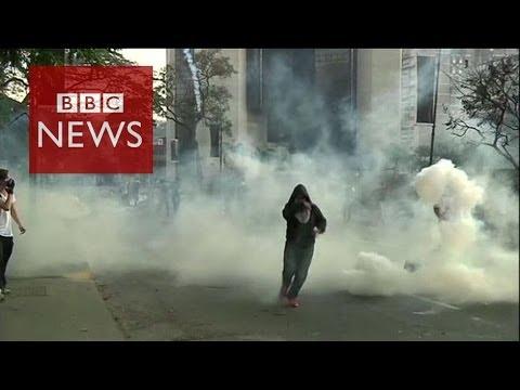 Violent clashes at Venezuela march - BBC News