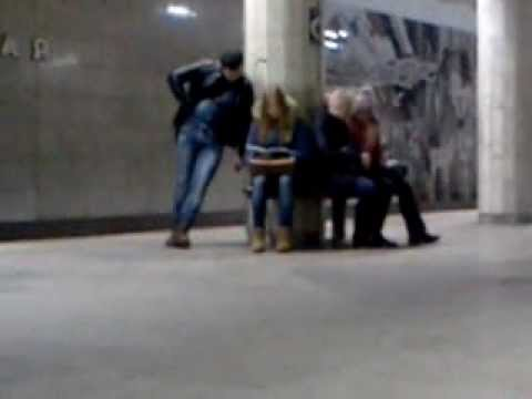 приставания к девушкам в метро видео-уб1