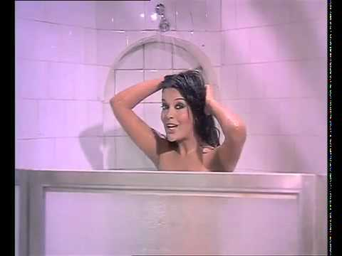 Hot Zeenat Aman hot shower.flv