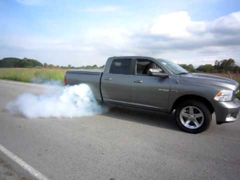 2010 dodge ram 1500 sport 5 7 l hemi burning tires youtube. Black Bedroom Furniture Sets. Home Design Ideas