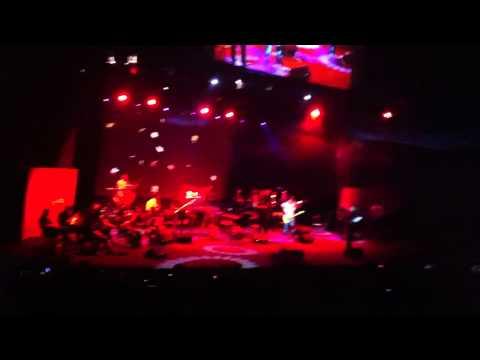 Mohsen Yeganeh - Nashkan Delamo live ( borj e milad ) ( 14