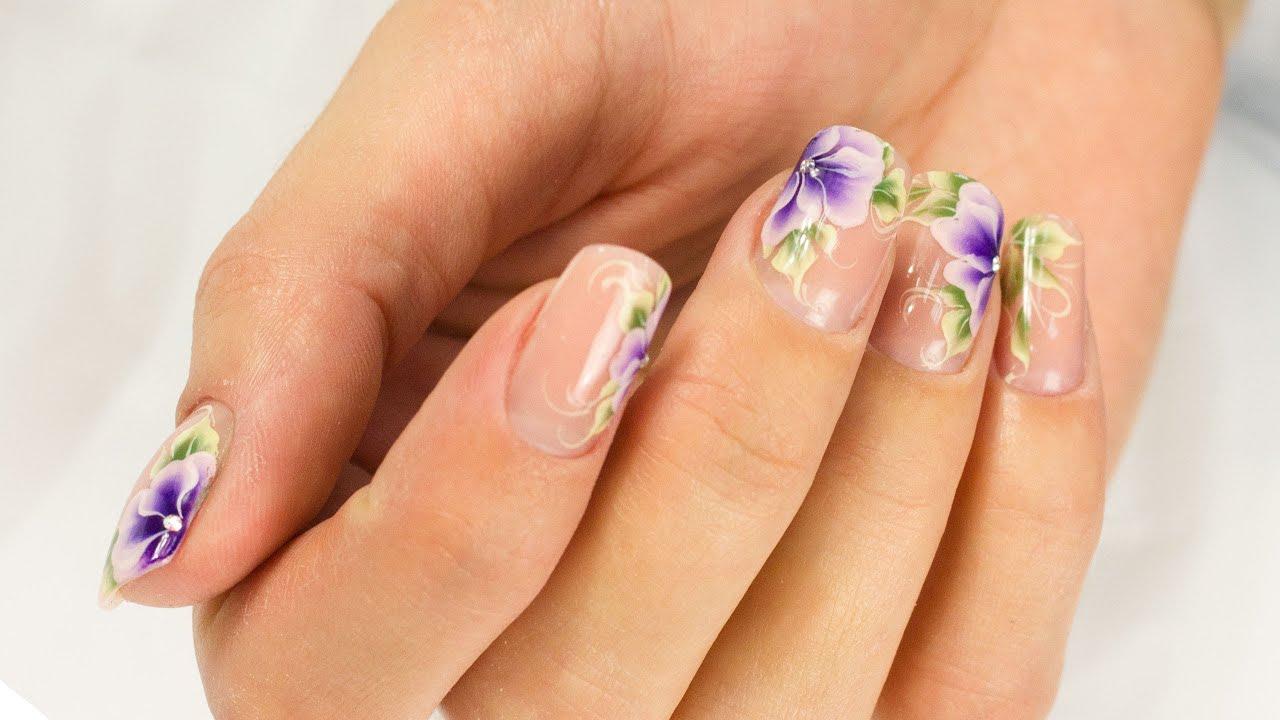 Фиалка на ногтях