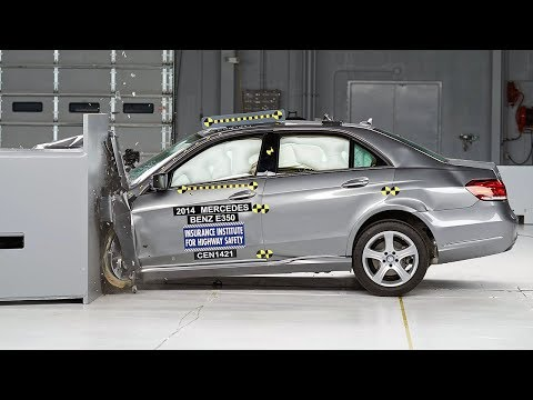 2014 Mercedes-Benz E-Class 4-door sedan small overlap IIHS crash test