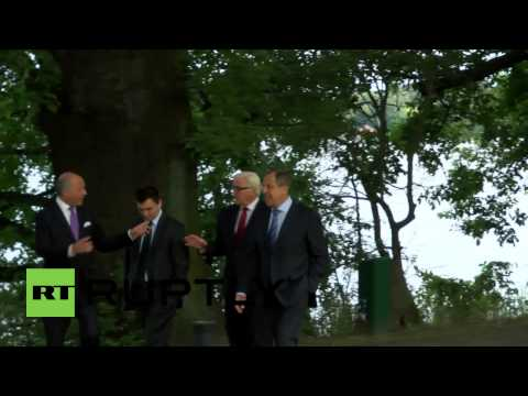 Germany: Watch Lavrov, Klimkin, Steinmeier and Fabius go for a stroll in park