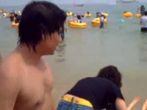 Cowok MS AUTOTECH KOREA di pantai Busan