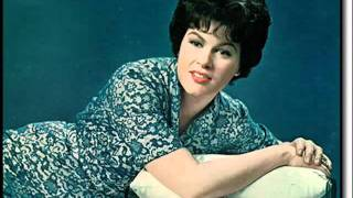 Watch Patsy Cline The Wayward Wind video