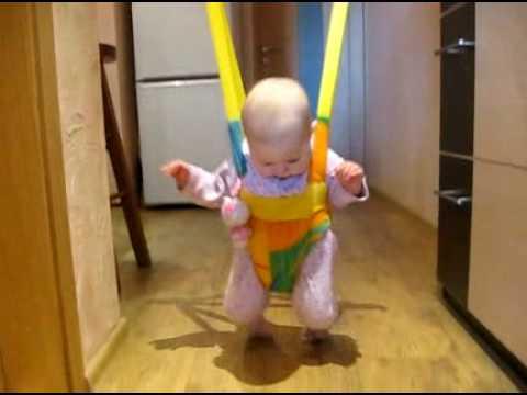 Как сажать ребенка в прыгунки 53