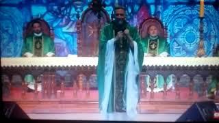 Atentado contra Pe. Marcelo Rossi na Missa do PHN. Oremos pelos sacerdotes.(1)