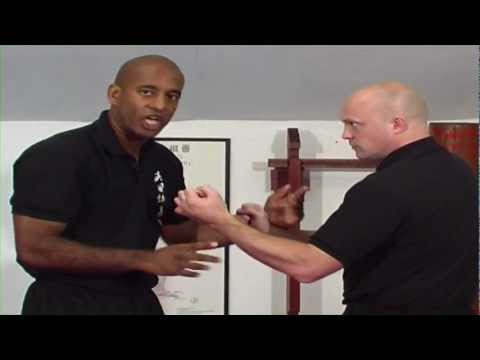 Wing Chun Techniques - How to Bridge with Huen Sau Image 1