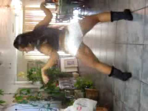 Sexy Latina Twerkin (She Got a Donk) Video