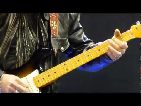 AEROSMITH, Brad Whitford pre show awesome guitar solo 12-3-12 Staples Center