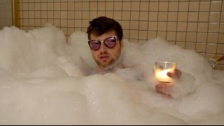 I FART IN A BATHTUB WHILE WEARING SUNGLASSES!!