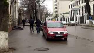 Taxi-fantomă cu spete la poliție (bulevardul central)