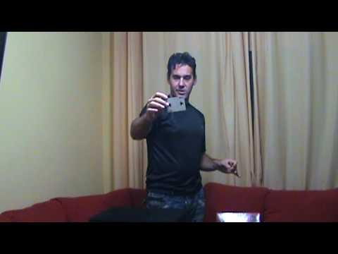 ensinando mágica, levitação de objetos.