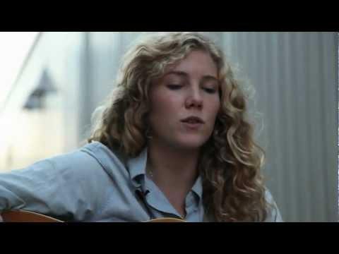 Caroline Smith And The Good Night Sleeps - Darling Light