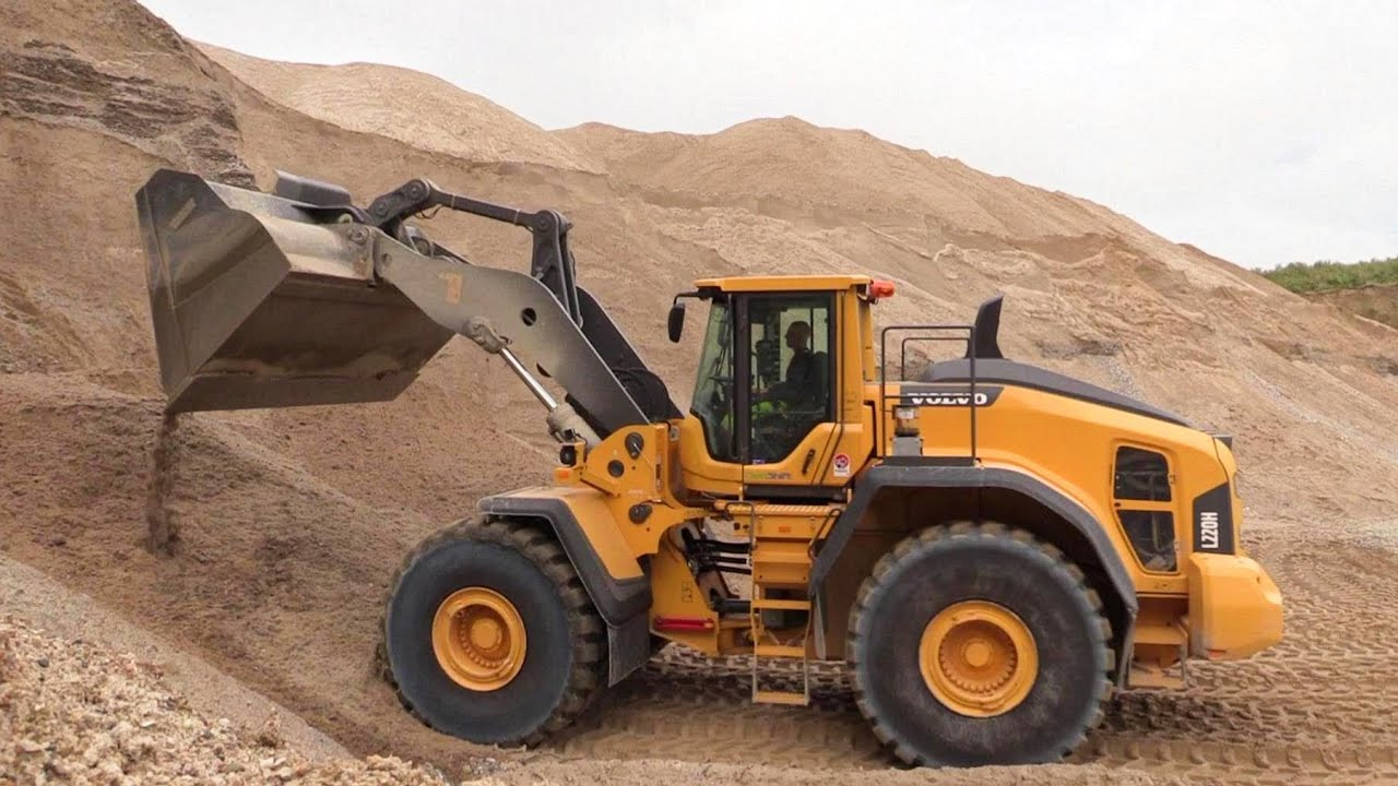 The New Volvo L220h Wheelloader First Test Drive Youtube