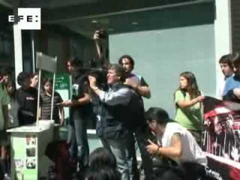 Chilenas se desnudan para protestar contra el consumo de carne .