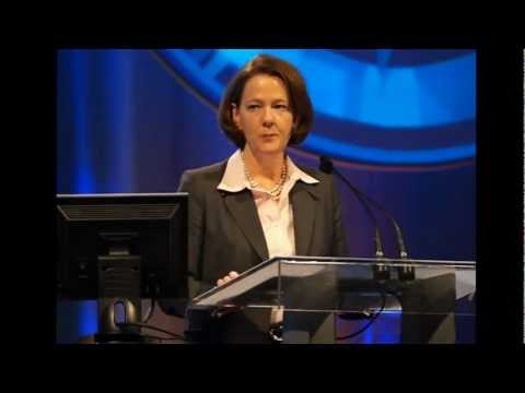 Premier Redford addresses Alberta Urban Municipalities Association