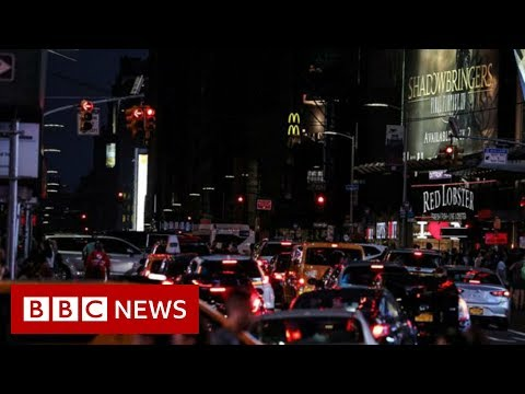 Parts of New York City go dark after power cut - BBC News