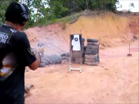 Rajada com a pistola PT 938 Taurus