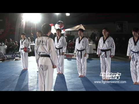 Keimyung UniversitÄt Taekwondo Demo Team Daegu  Korea - Fightersworld Supershow 2012 video
