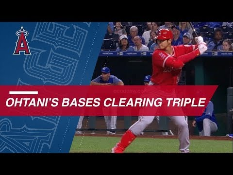 Shohei Ohtani clears bases with triple on 1-2 pitch