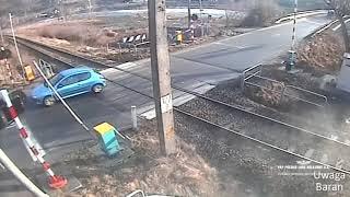 Polskie Ulice #106 Kierowco włącz myślenie , pociąg to nie zabawka