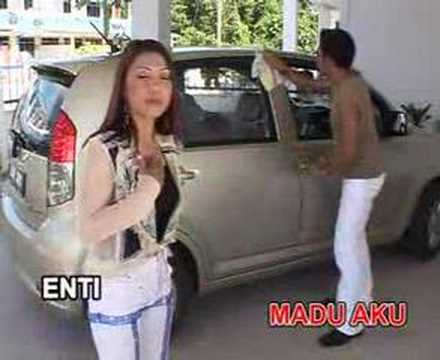 Nuan Enda Ibuh Ke Aku.lagu Peter Aaron & Sijah大馬砂拉越州著名伊班歌星黃明傑歌曲。 video