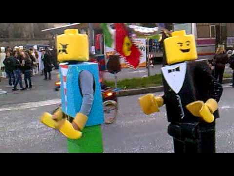 Amazing LEGO costumes - Carnevale Busseto 2011 - YouTube