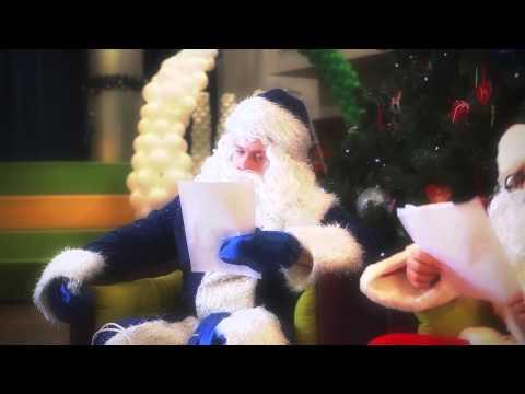 Дед Мороз и Санта Клаус раздают подарки!