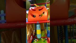 Khánh táo đi khu vui chơi trẻ em(2)