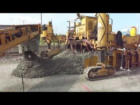 Paving Concrete Roads with a GOMACO Commander 3 and a GOMACO 9000 Placer