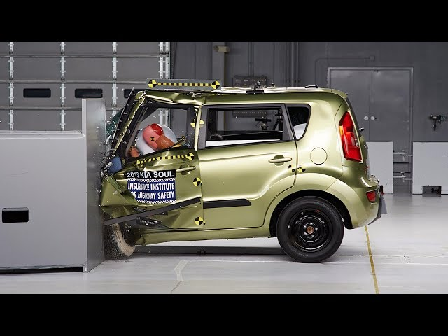 2013 Kia Soul small overlap IIHS crash test
