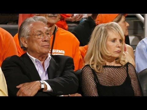 Donald Sterling Signs Over Control of LA Clippers to His Wife