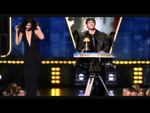 Katie Holmes & Tom Cruise: MTV Generation Award [Tom Cruise] (Live)
