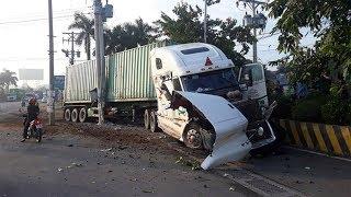Tin 4T: Nguyên nhân vụ container tông ô tô con 5 người t/ử/v/o/n/g