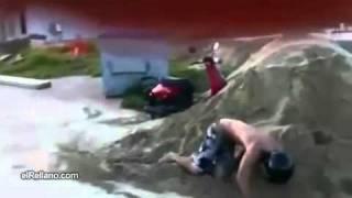Salto Con La Scooter - Videos De Humor - Humor Variado   ElRellano.com.m4v