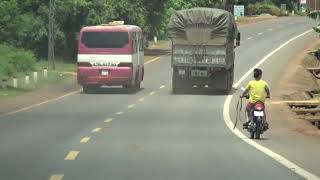 Rùng mình: Xe khách ở Đắk Lắk chở gần 100 học sinh ngang nhiên chạy trên đường Hồ Chí Minh