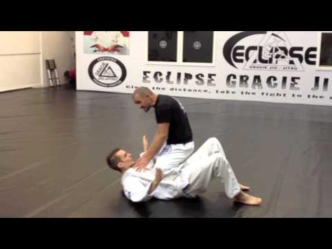 Gracie Jiu Jitsu Street Defense - Instructor attacked!