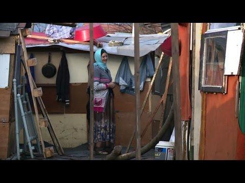 Roma families near Paris face expulsion before Christmas