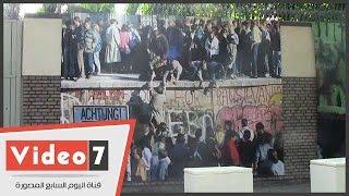 سور السفارة الألمانية بالقاهرة يتحول إلى حائط برلين