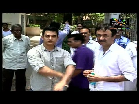 Watch Aamir Khan At Raju Hirani's Fathers Funeral