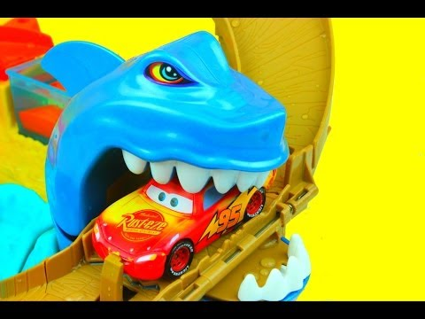 Hot Wheels Sharkport Showdown Color Shifters Hot Wheels Cars Lightning Mcqueen gets eaten by shark