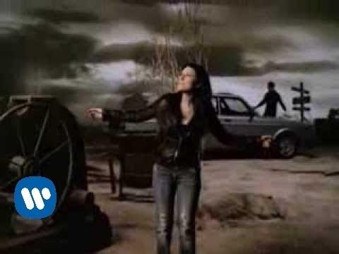 Laura Pausini (duet with Tiziano Ferro) – Non me lo so spiegare (video clip)