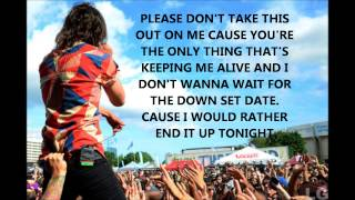 Pierce The Veil - Bulls In The Bronx (Lyric Video)