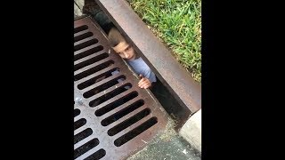 kid thinks he is pennywise the clown...