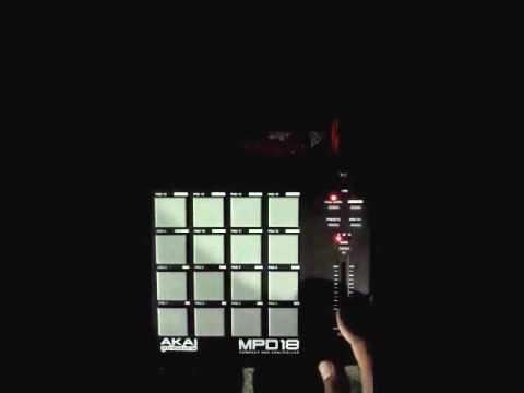 MC GIBI - MOVIMENTAÇÃO DAS MENINAS [ HARLEY DJ ] == AO VIVO MPC ==